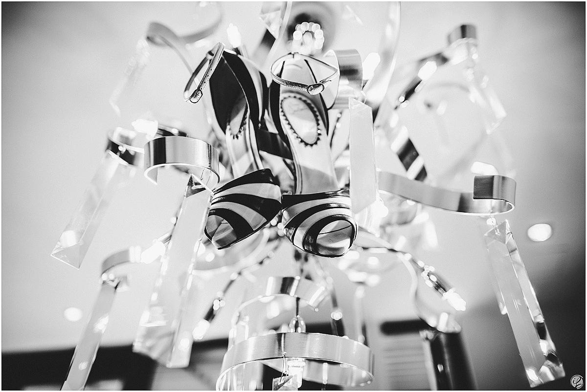 Hochzeitsfotograf Burg Schwarzenstein; Vera Wang Brautkleid; Vera Wang fawn; Cartier Wedding Rings; Christian louboutin wedding shoes; Hochzeitsfotos Geisenheim-Johannisberg; Hochzeitsfotograf Irina Lackmann; Hochzeitsfeier Burg Schwarzenstein; Freie Trauung Burg Schwarzenstein; Hochzeit Burg Schwarzenstein